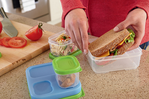 how to pack a safe lunch