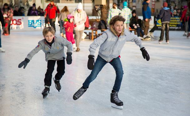 kids-ice-skating