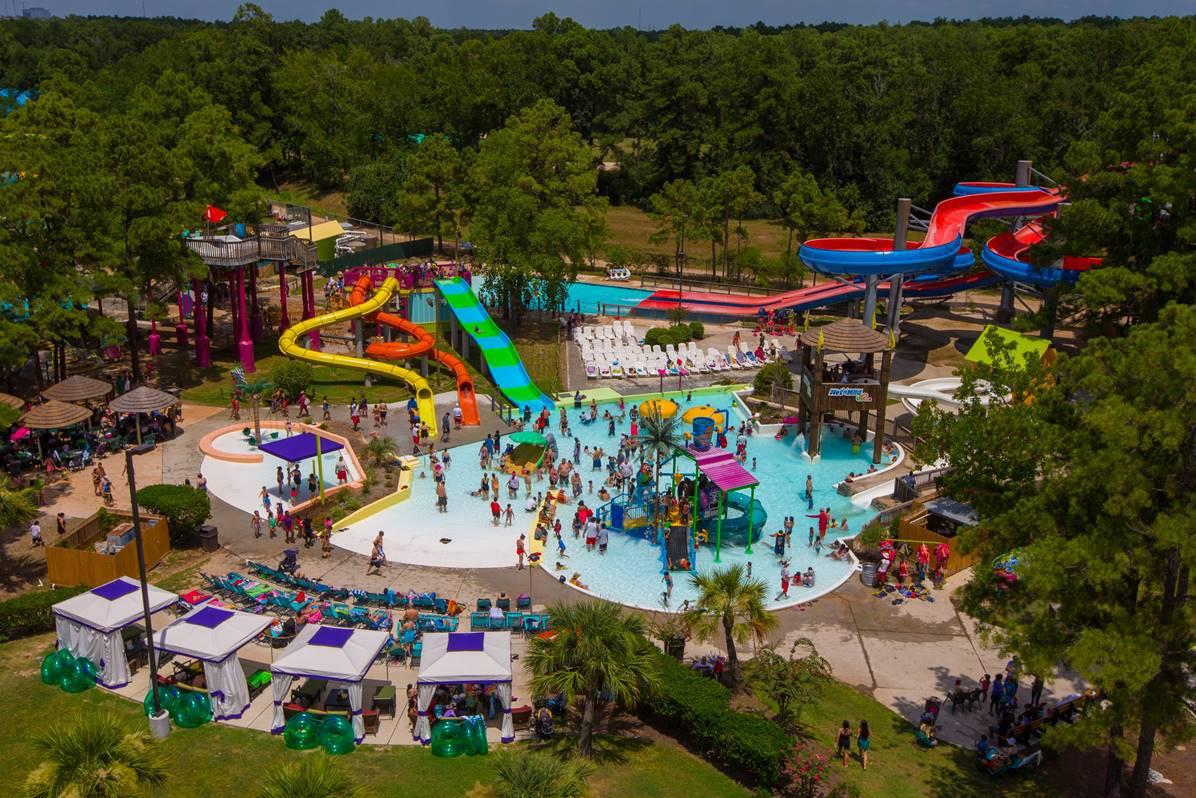 Wet'N' Wild SplashTown Screams Family Summer Fun