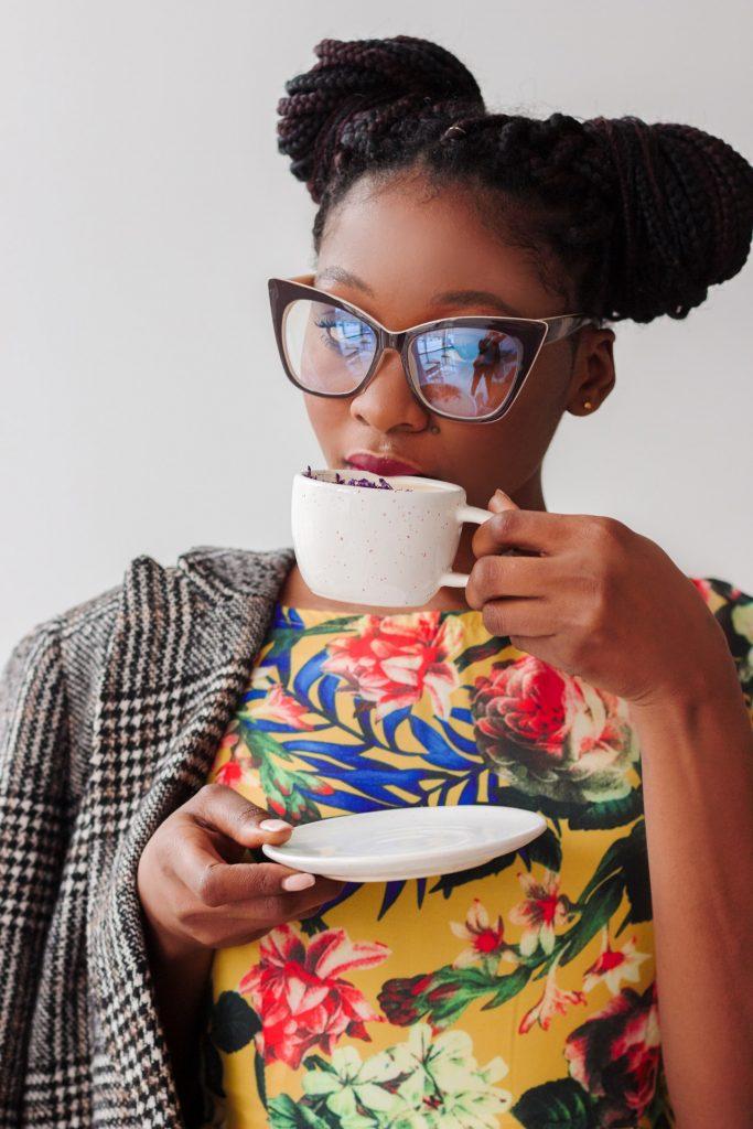 woman-drinking-coffee